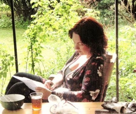 gedichten schrijven in de tuin